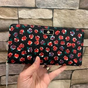 Authentic Kate Spade Nylon continental wallet🌷